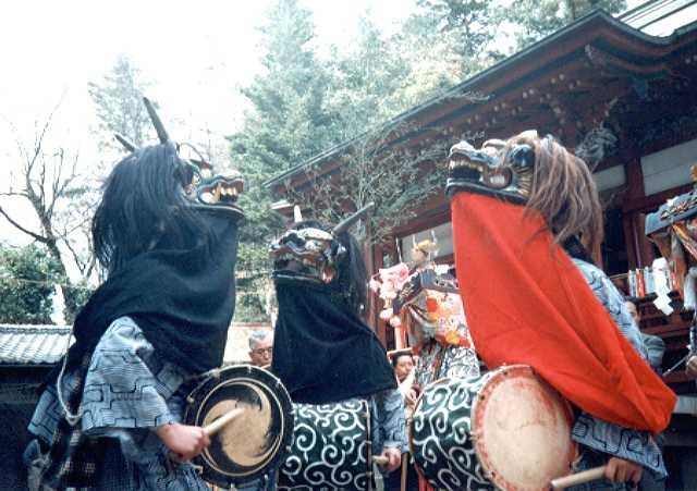 聖神社の獅子舞